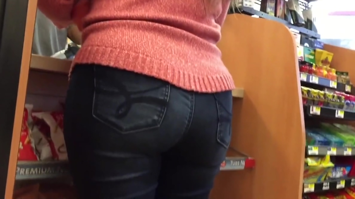 Nerdy Hot PAWG Ass and Hips Close Up