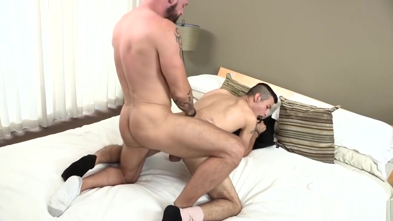 DylanLucas Paramedic Daddy Pounds Twink Courtney devine and two dicks