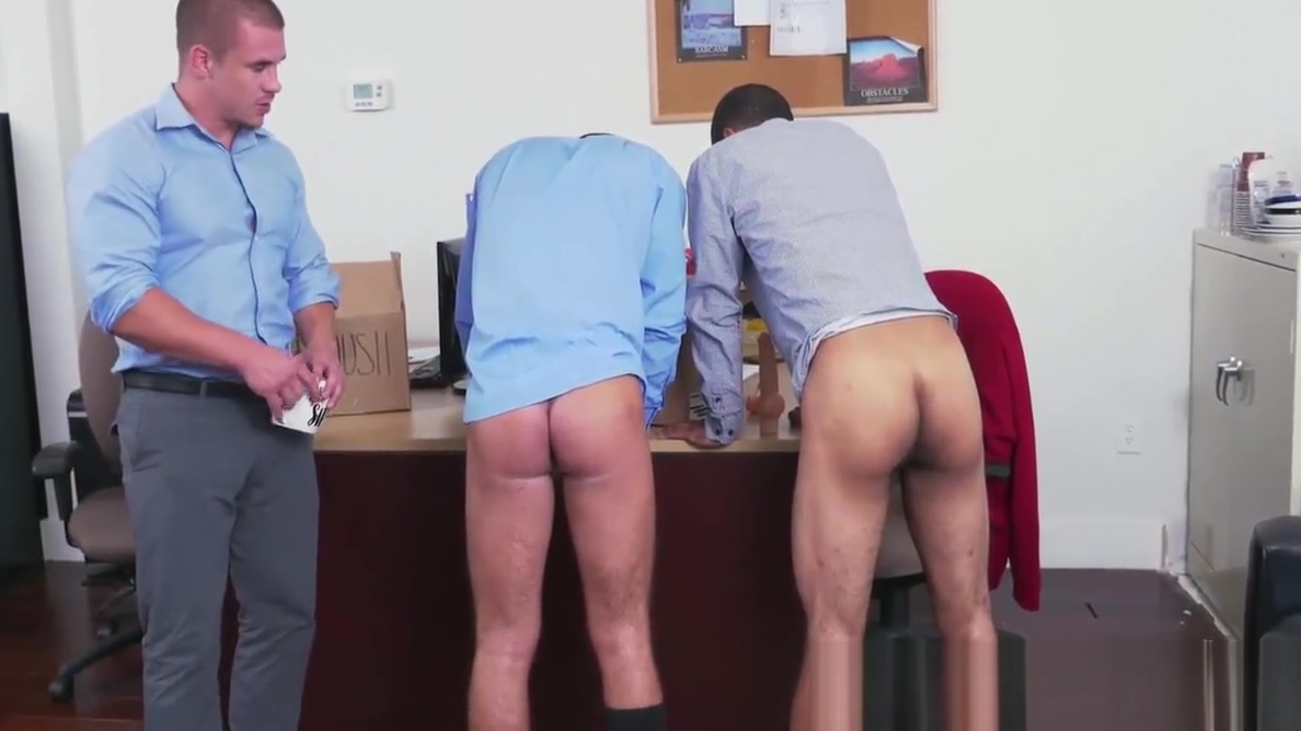 Horny boss relaxing and waching two hunks fucking hard Passat b5 vs audi 100