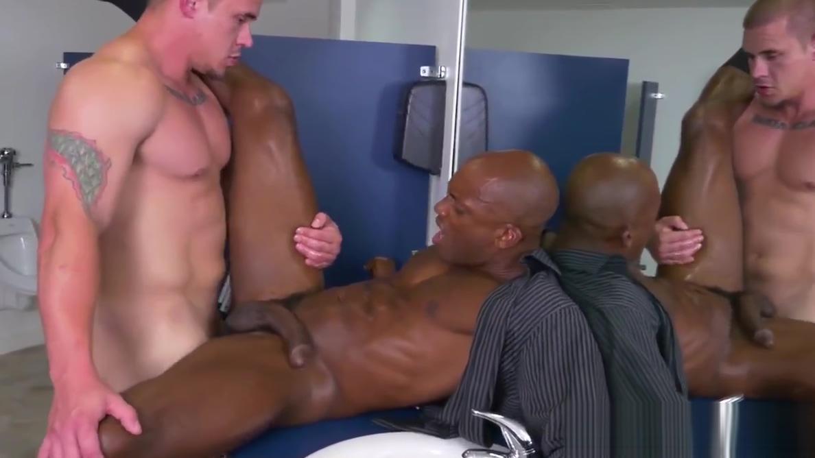 Muscular boss fucks ripped black jock Gipsy 10 den pantyhose