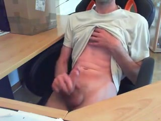 Amateur gay jerks his dick in the office donne siciliane in webcam