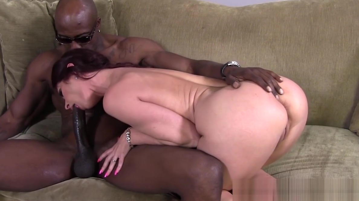 Tiffany Mynx Lets The Boss Fuck Her In The Ass