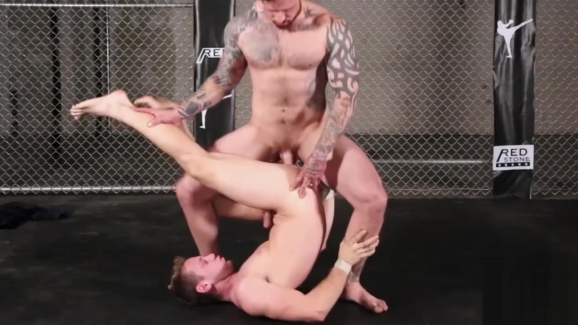 Hot stud Jordan Levine annihilates the ass of Brandon Evans black and white hardcore