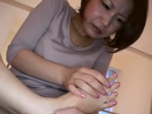 Mature Japanese lady loves the taste of her toe cheese. sex clubs for women