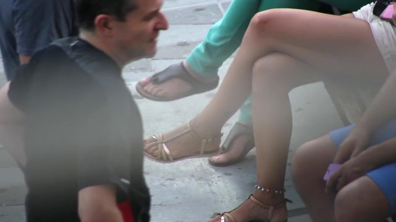 засунули в анус ногу жена