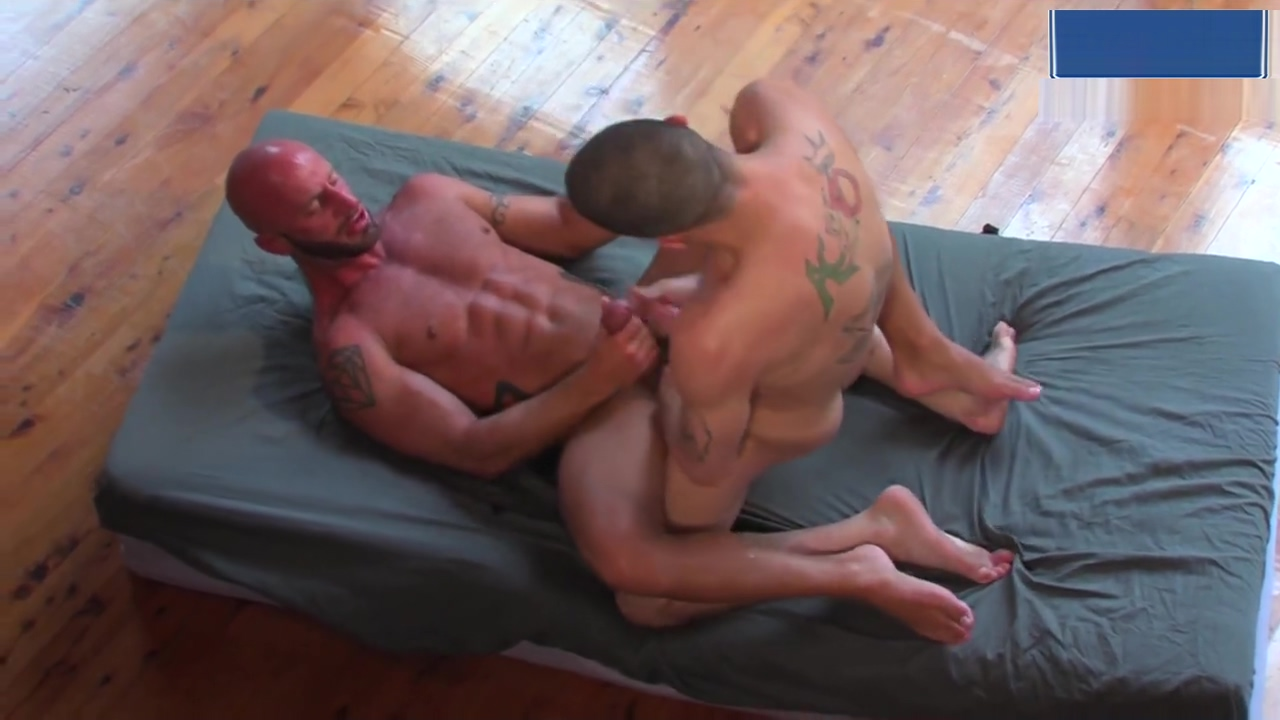 Ty Roderick & Aymeric DeVille spend some quality time! Pussy Fisting
