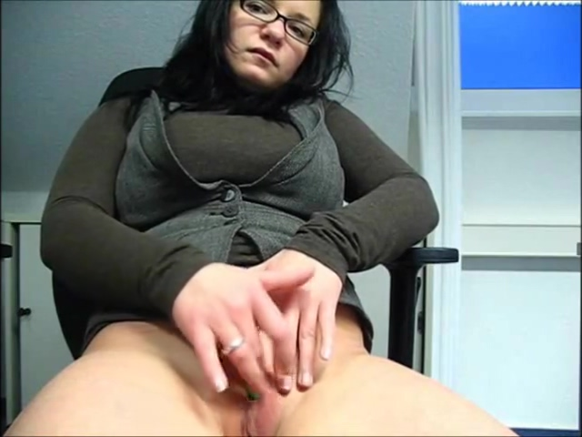Masturbation am Arbeitsplatz porn girl touching a penis