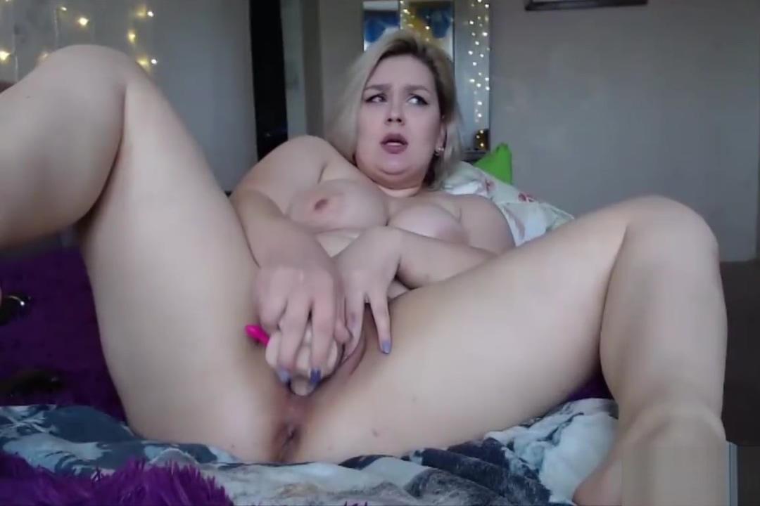 Busty BBW squirting on webcam
