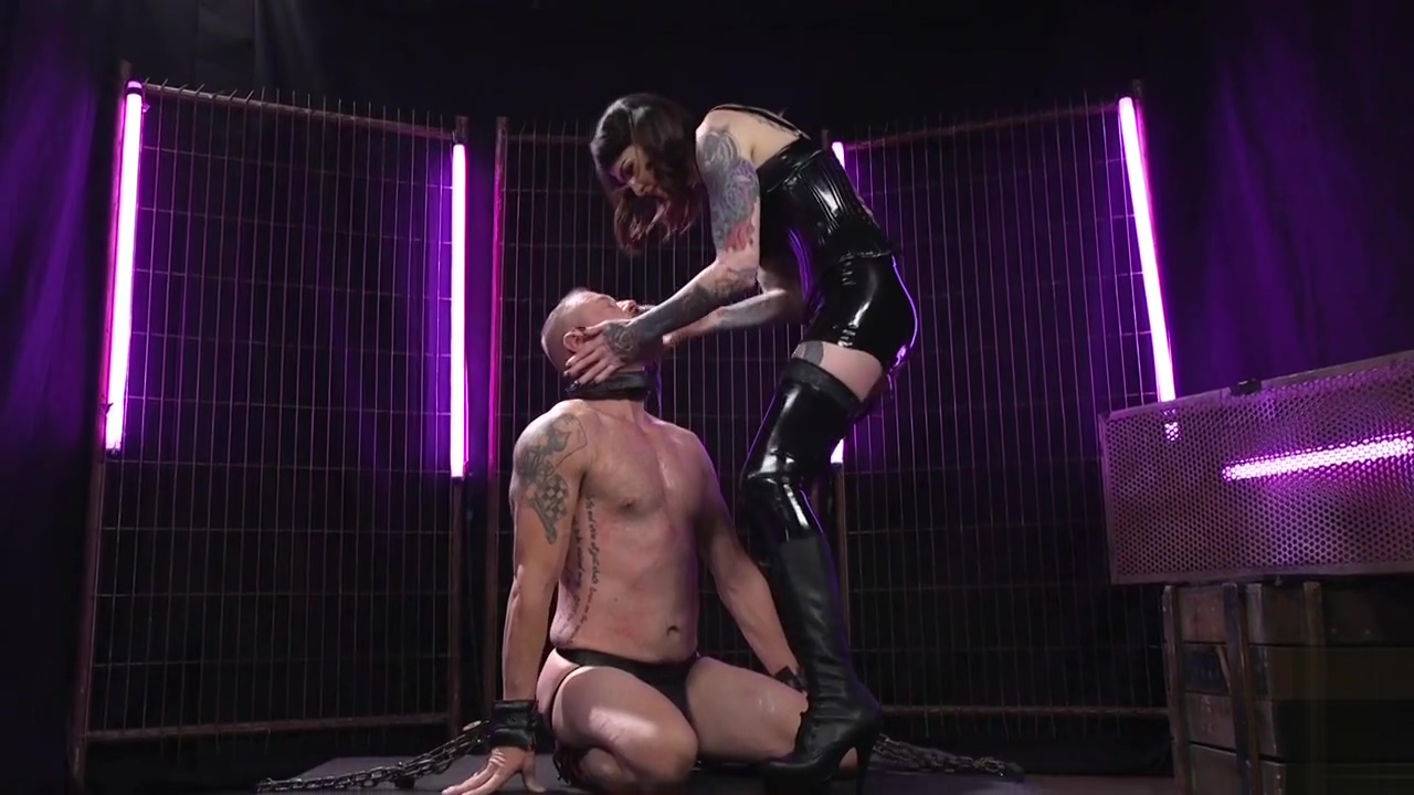 Sehamle Latex female-taskmaster Use The mouth Of Her villein