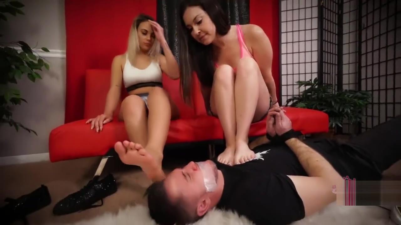 Feet licking Www free nude pics com