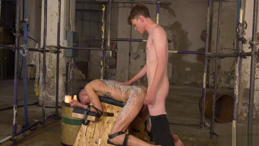 The Cute Twink Is In Charge - Max London & Leo Ocean Cum Slut Gangbang