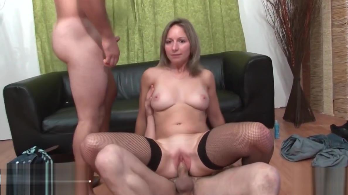 Mere de famille grave prise en DP pour son casting porno Wife goes crazy for huge cock