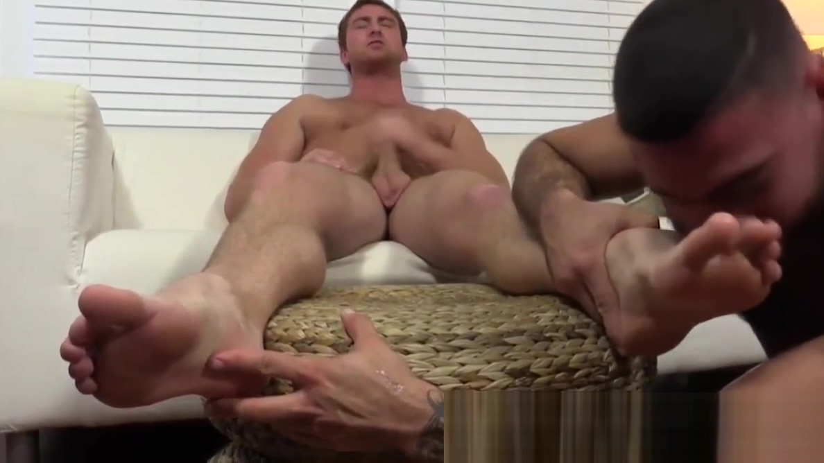 Connor receives foot worship from friend Blonde bitches pussy
