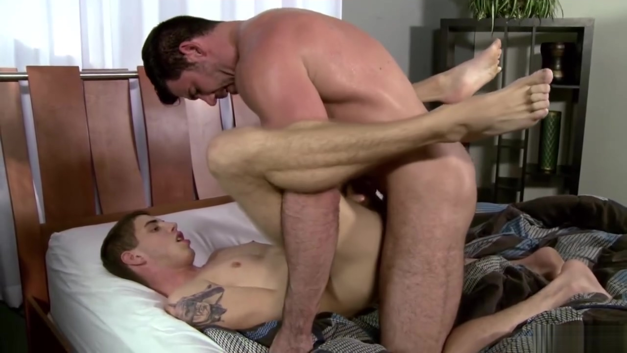 HAIRY DAD(BILLY SANTORO) FUCKING HIS STEP SON Ebony butch