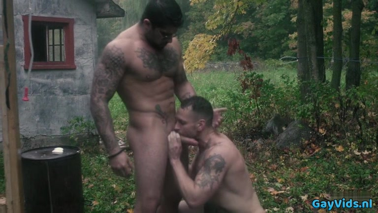 Muscle bear outdoor with facial cum on line sex movie