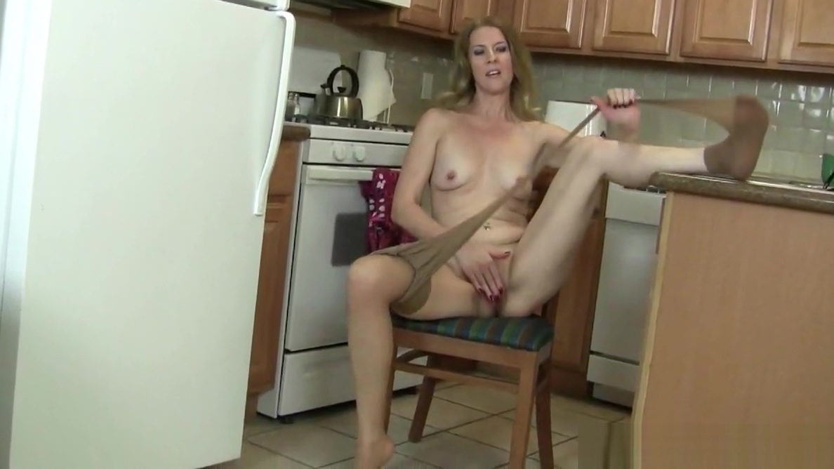 Redheaded milf Amber Dawn masturbates outdoors Lisa lipps naughty america