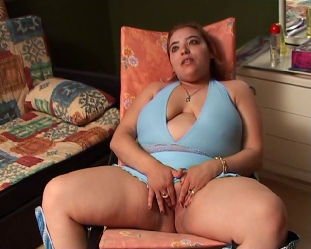 NON-PROFESSIONAL LESBIAN BABES TOYING...usb