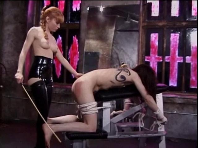 госпожа в латексе мумификация раба садо мазо попали окружение