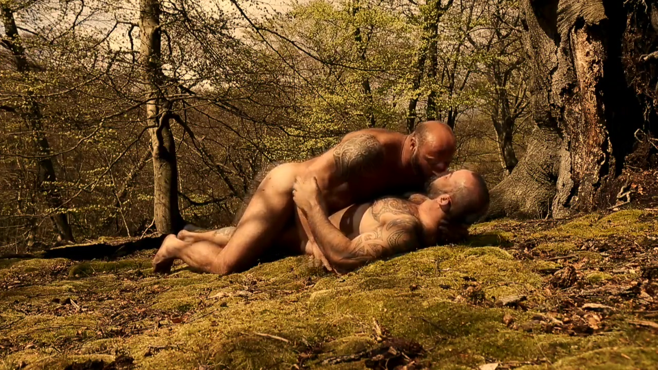 AMOROUS BEARS IN THE WOODS married mature women and sex with girls on the side