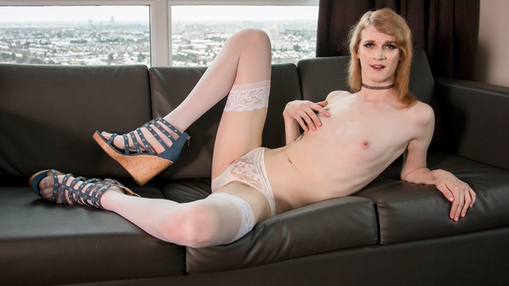 Fun-Loving Melody Maine - Canada-TGirl mom from stacy s mom