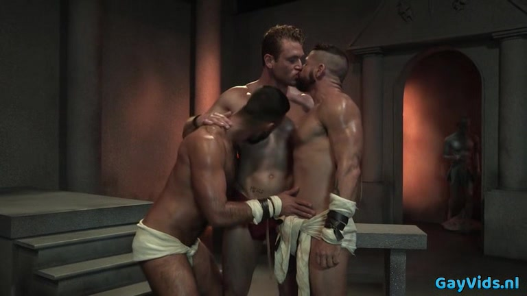 Muscle bear threesome and cumshot carries closet in sex and the city