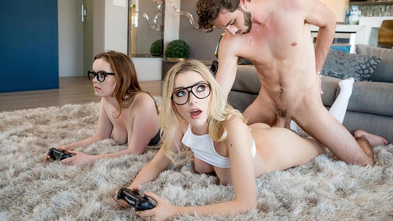 Go Wild Naked Geek Girls