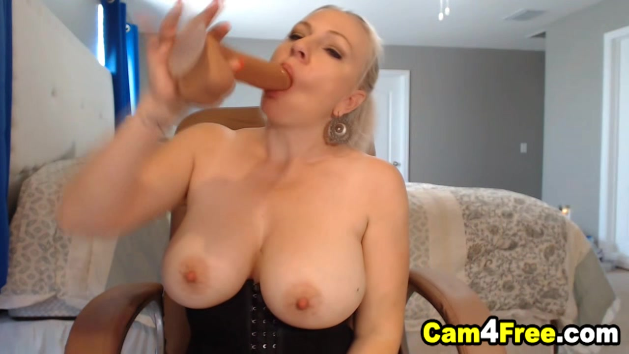 Pretty Babe Neighbor Gives Pleasure For Her Viewers