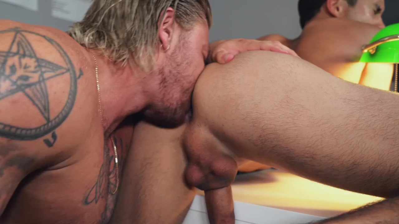 Titus & Blake Ryder in Lucky Draw - BROMO Eating pussy on shoulders