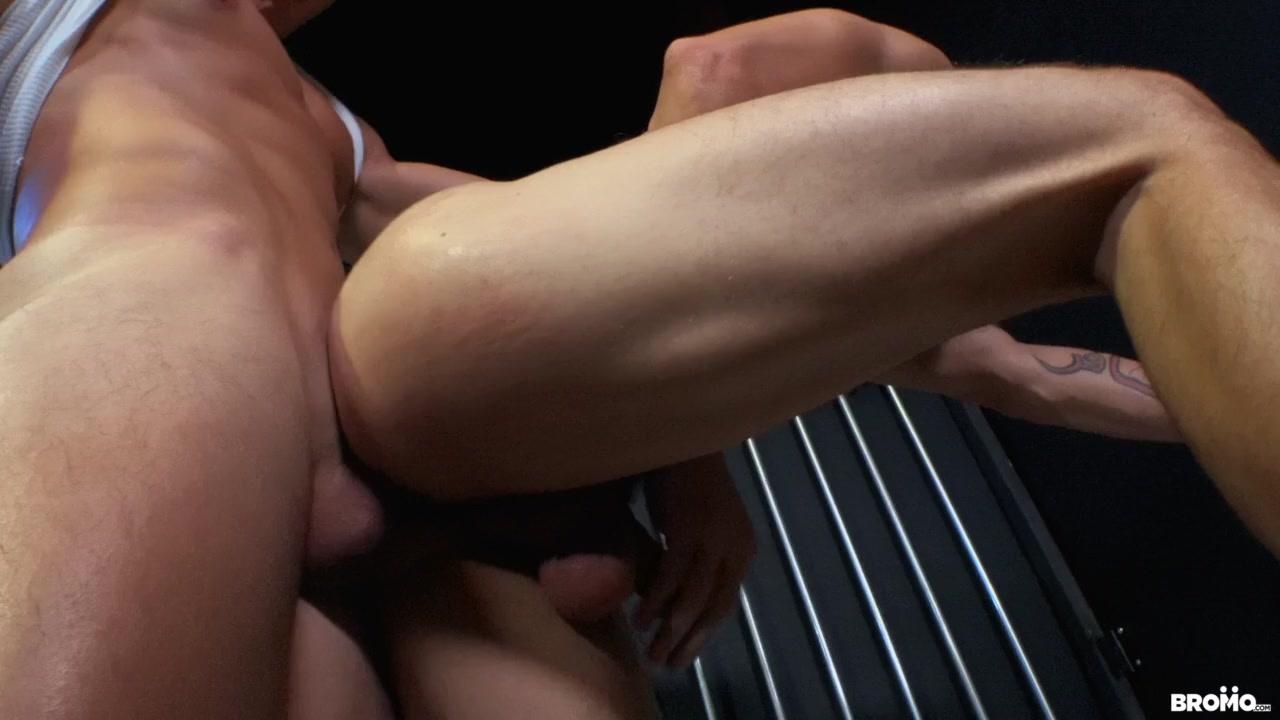 Dustin Steele & Axel Kane in Cellmates - BROMO sex determination in pigs