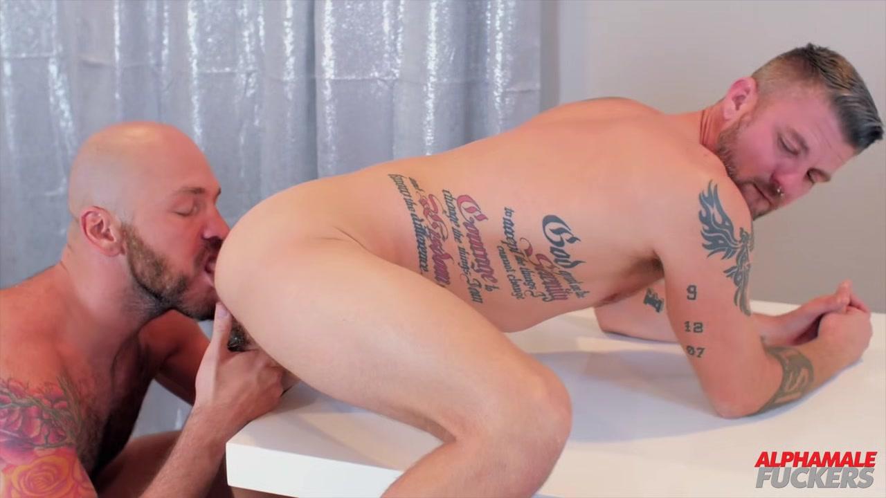 Christian Matthews and Parker Logan - BarebackThatHole girl lick my pussy