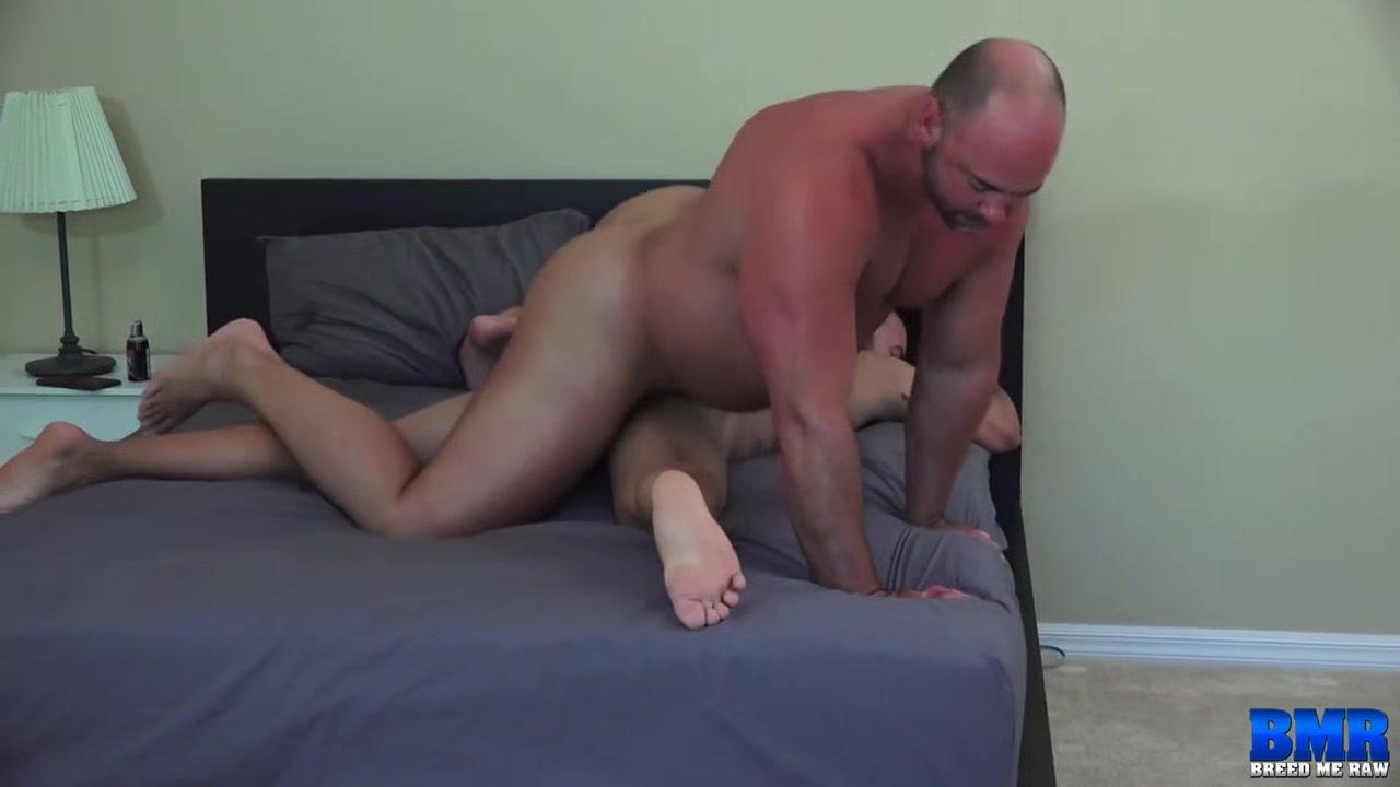 Tyler Reed and Alejandro Fusco - BreedMeRaw take you gay bar