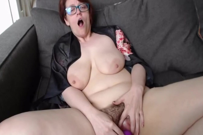 Saggy mature tries clit-sucker, shows feet, fingers herself natalie portman fakes nude