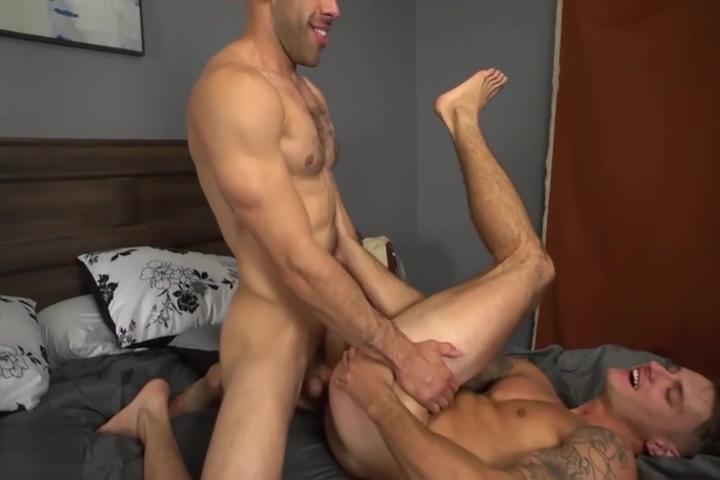 Hot, sweaty, bareback sex Casual kiss com