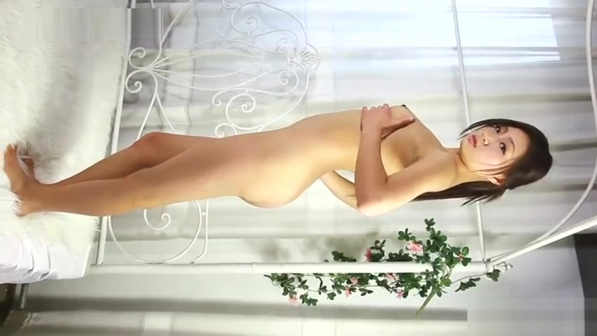chinese model posing nude.21