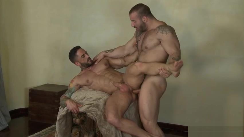 Muscles Max Hilton & Robin Sanchez Gay bdsm flogging
