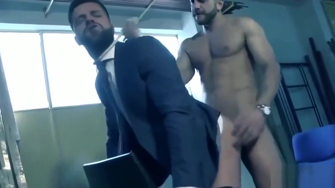 GAY OFFICE - ILOMILOX photo fellation avec doigt anus