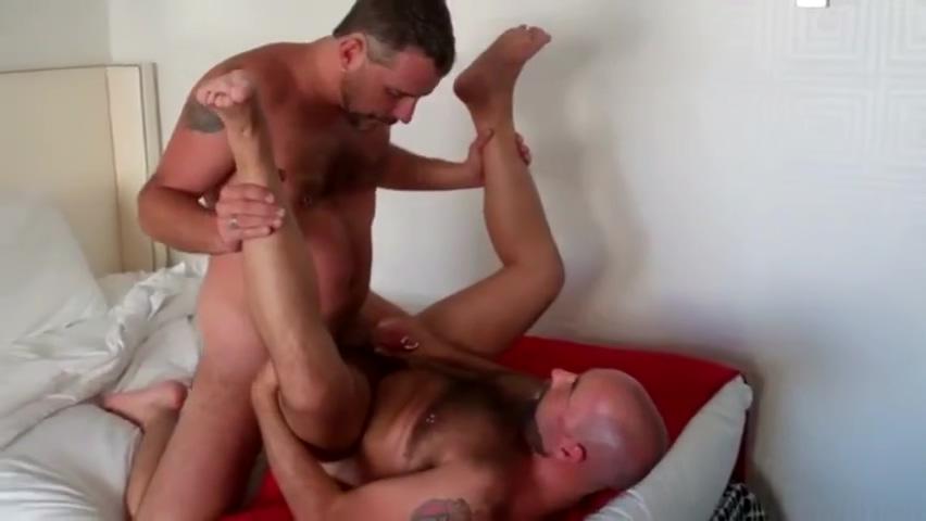 Dos tios peludos jodiendo en un hotel Benefits of hookup an italian man