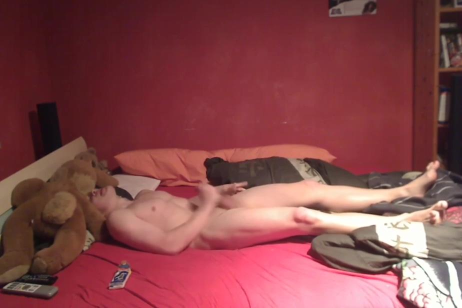 Markus Pelz beim Abspritzen im Bett Sexual Would U Rather