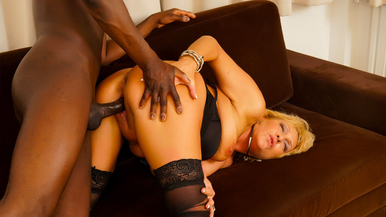 Granny In Stockings Teases The Camera Before Interracial Action - GrannyGetsBBC Dating site usa pawn zones
