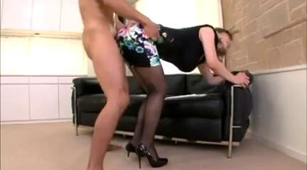Трах в узкой юбке, ебля с женщиной-следователем фото