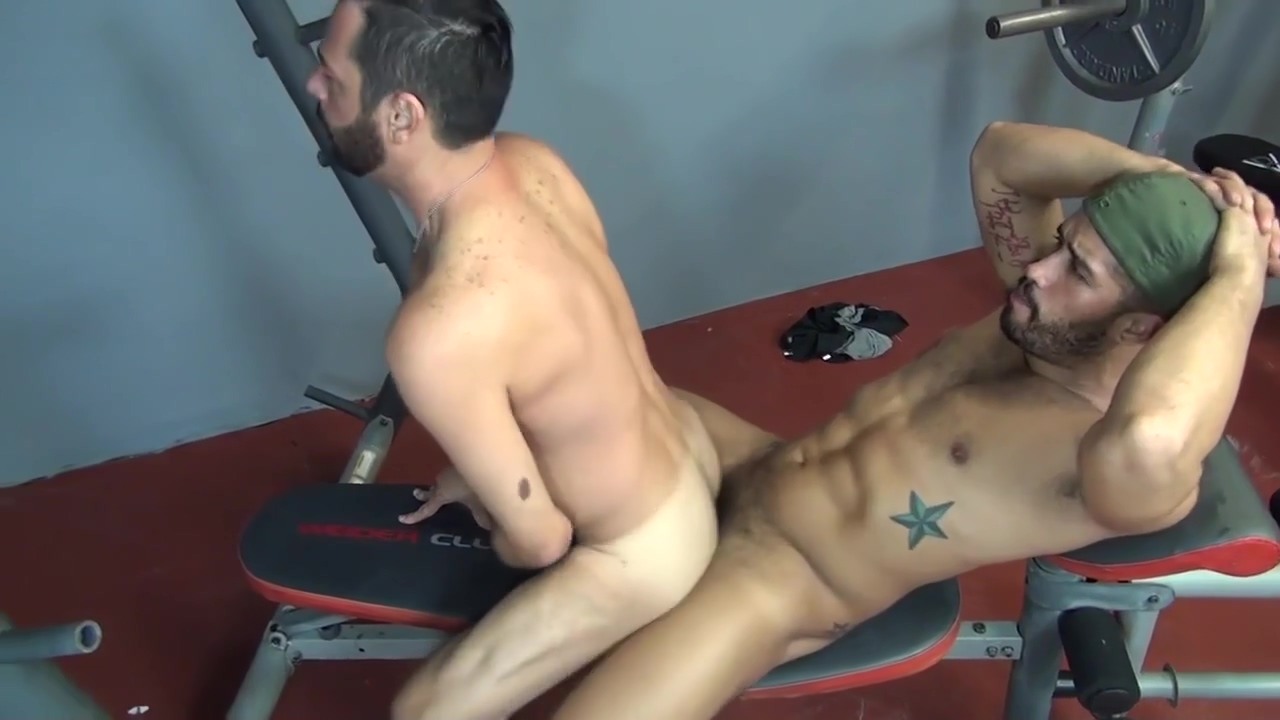 Bareback - Hungry Bottom Gym Fuck How to put your face on a photo