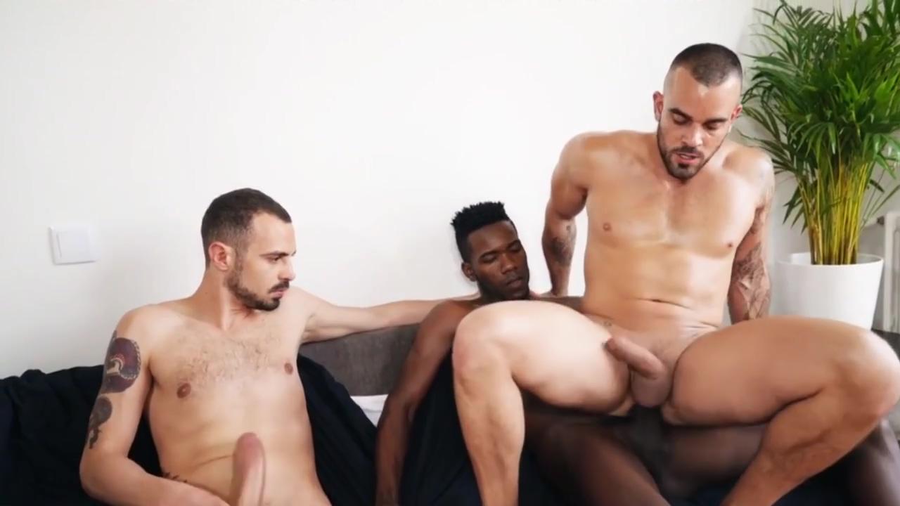 Gay Porn ( New Venyveras 5 ) scene 134 Women nude playing football