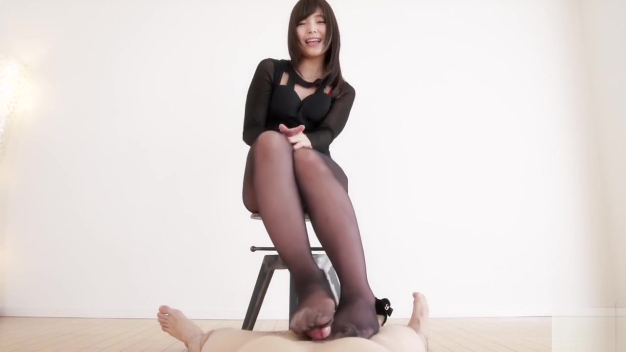 Asian giving a footjob in black pantyhose