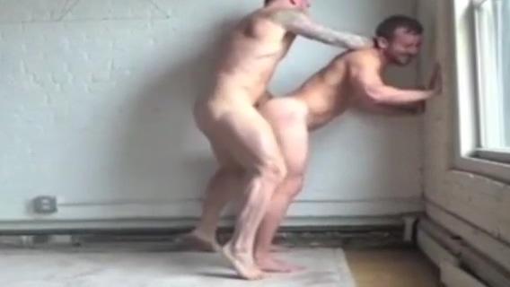 Dotado fodendo passivo na casa abandonada Beyonce naked and sexy