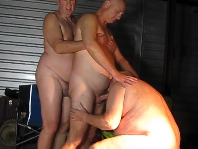 Garage games Pregnant girls eating cum