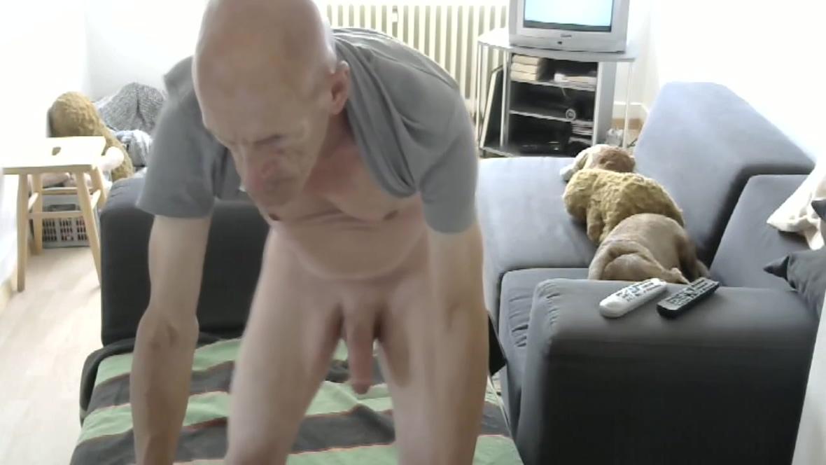 Str8 bald daddy play in livingroom stripper gets huge cumshot