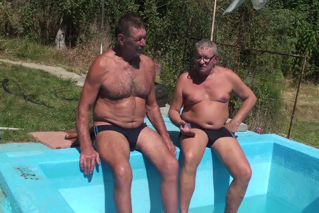 russian sauna Chinese milf worships male feet