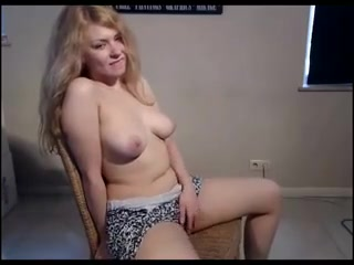 BABE ON CAM -bymn how does a guy masturbate
