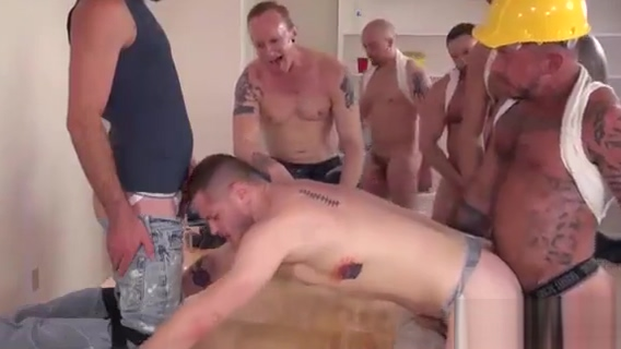 GANGBANG GAY E7 - Workmen On The Job Are Taking A Break And Giving The new men Some Solid - ILOMILOX Destroye my wife ass to bleed porn