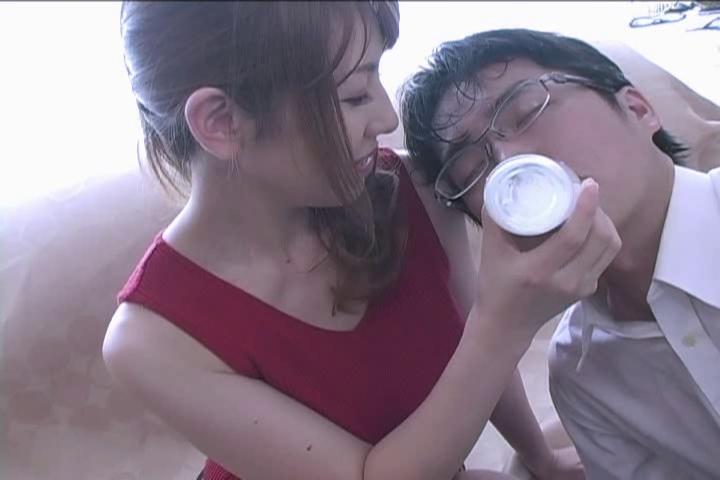 попадаются роликах молоко из азиатских сисек только несколько другой